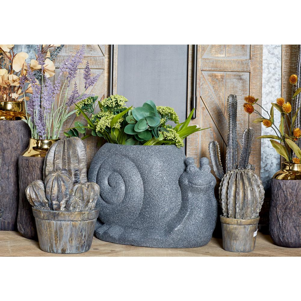 Distressed Black Fiber Clay Snail Planter