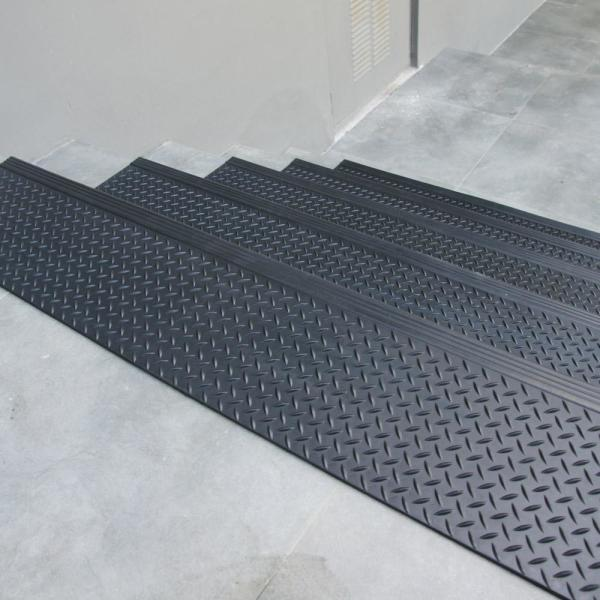 Rubber Cal Diamond Plate Commercial 10 In X 36 In Step Mat 6 Pack 10 104 014 6pk The Home Depot