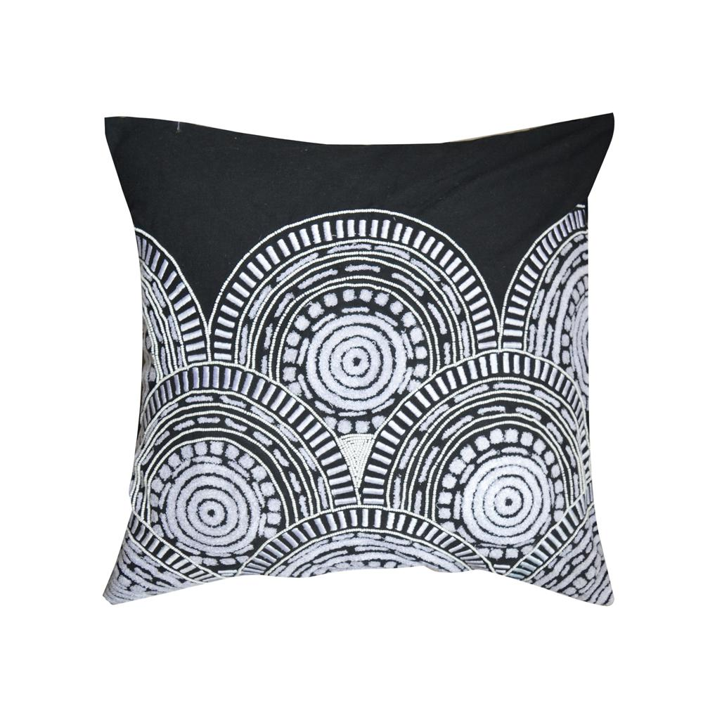 A1hc Dora Blackwhite Embroidered 20 In Throw Pillow A1gb030a The