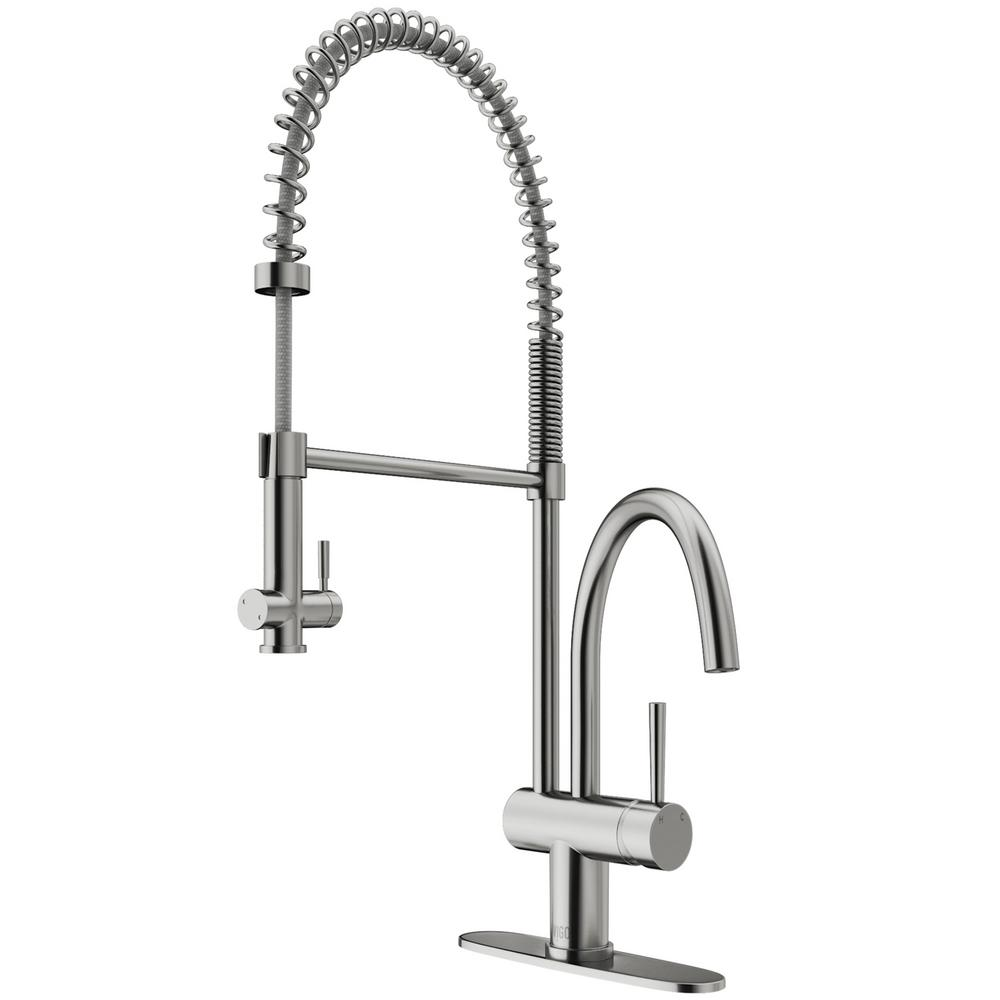 Dresden Single-Handle Pull-Down Sprayer Kitchen Faucet with Deck Plate in