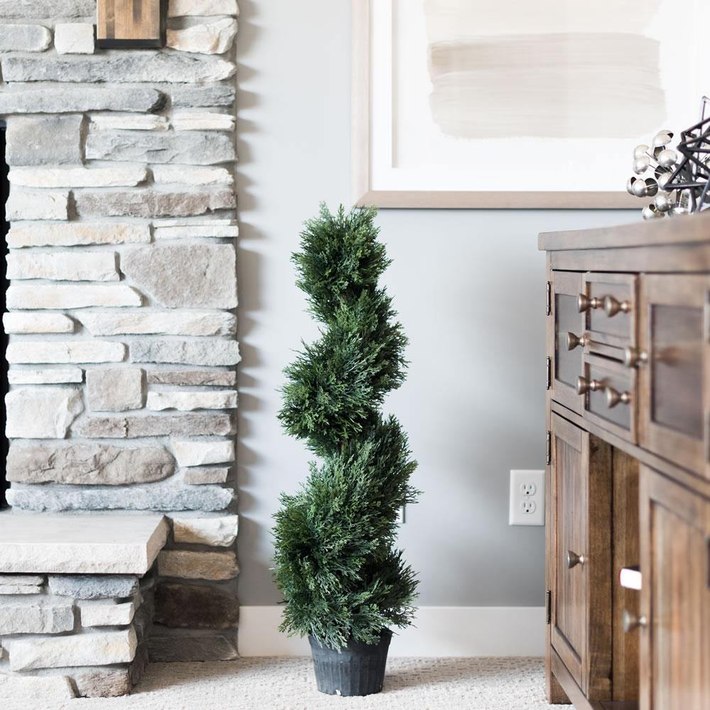 3 ft. Cedar Spiral on Pot (UV)