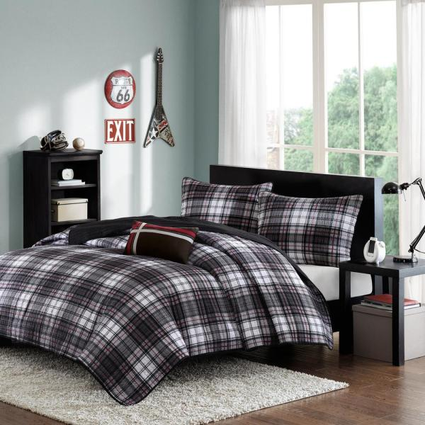 Mi Zone David 4-Piece Black/Gray Full/Queen Plaid Coverlet Quilt Set MZ80-244