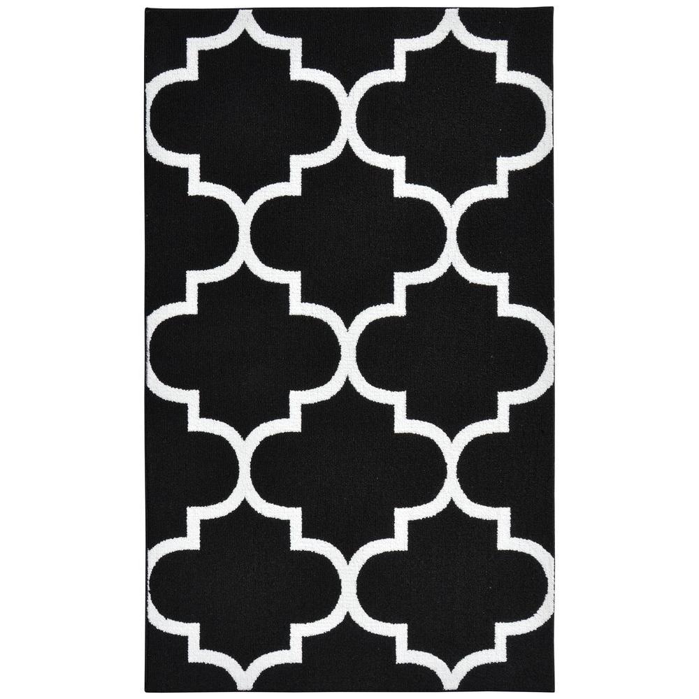 garland rug large quatrefoil black white 5 ft x 7 ft area rug ll240a06008453 the home depot. Black Bedroom Furniture Sets. Home Design Ideas