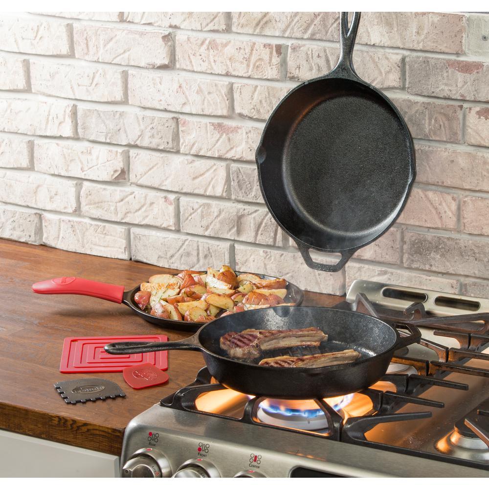 Lodge 7-Piece Seasoned Cast Iron Cookware Set