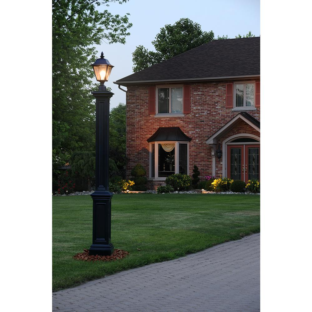 Signature Black Lamp Post With Mount