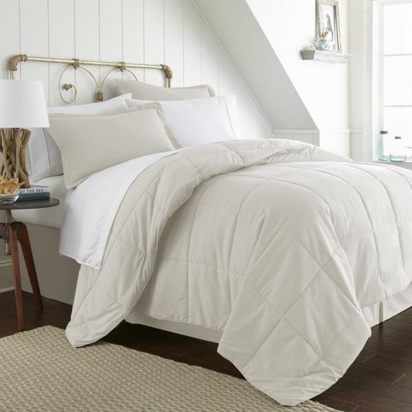Becky Cameron Bed In A Bag Performance Ivory Queen 8-Piece Bedding