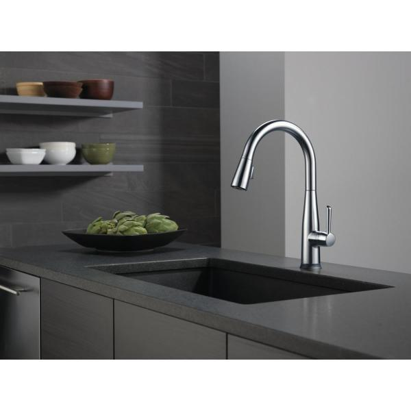 Delta - Essa Touch2O Technology Single-Handle Pull-Down Sprayer Kitchen Faucet with MagnaTite Docking in Arctic Stainless