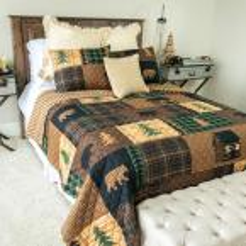 Brown Bear Cabin Brown Microfiber Queen Quilt Set (3-Piece)