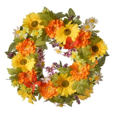 18 in. Decorated Wreath with Daisies