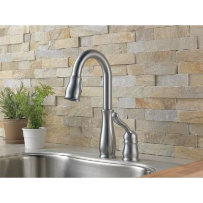 Leland Single-Handle Pull-Down Sprayer Kitchen Faucet with MagnaTite Docking in Arctic Stainless