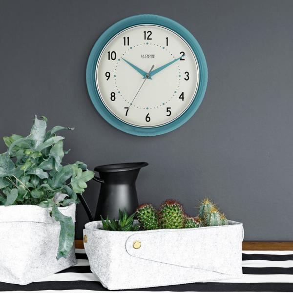 La Crosse Technology 9.5 in. H Round Teal Blue Retro Diner Analog Wall Clock