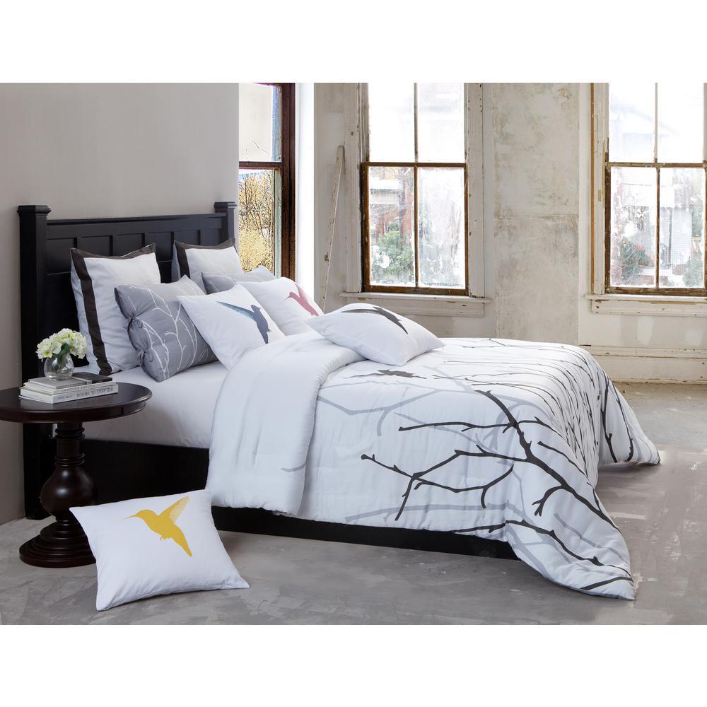 Vicki 300 Thread Count in Silver-black Queen Comforter