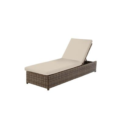 Fernlake Taupe Wicker Outdoor Patio Chaise Lounge with CushionGuard Chalk White Cushions