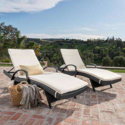 Salem Grey 4-Piece Wicker Outdoor Chaise Lounge with Beige Cushions