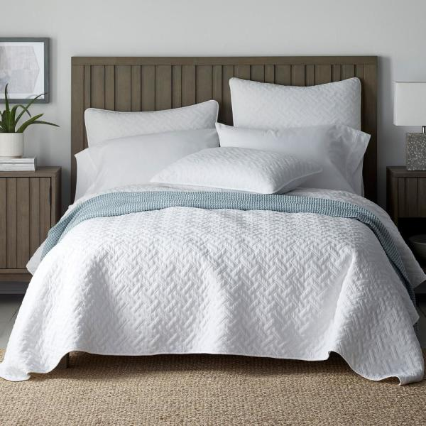 The Company Store Hunter Solid White Cotton Queen Coverlet 50320Q-Q-WHITE