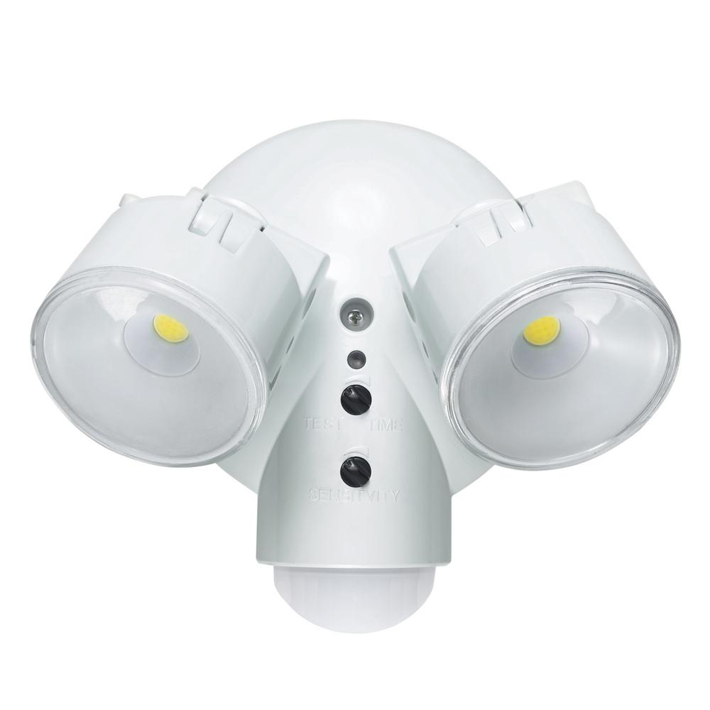 Globe Electric 29 Watt Weather Resistant Dusk To Dawn Adjule Motion Activated Security Light