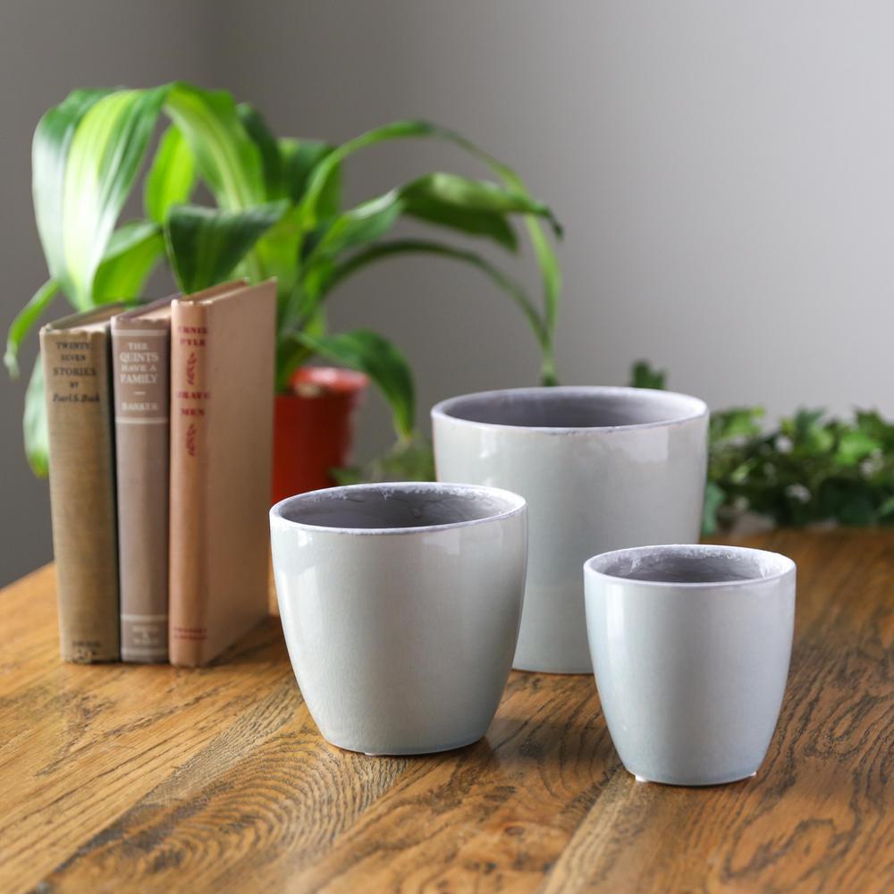 UTC Gloss Finish Blue Ceramic Decorative Pot