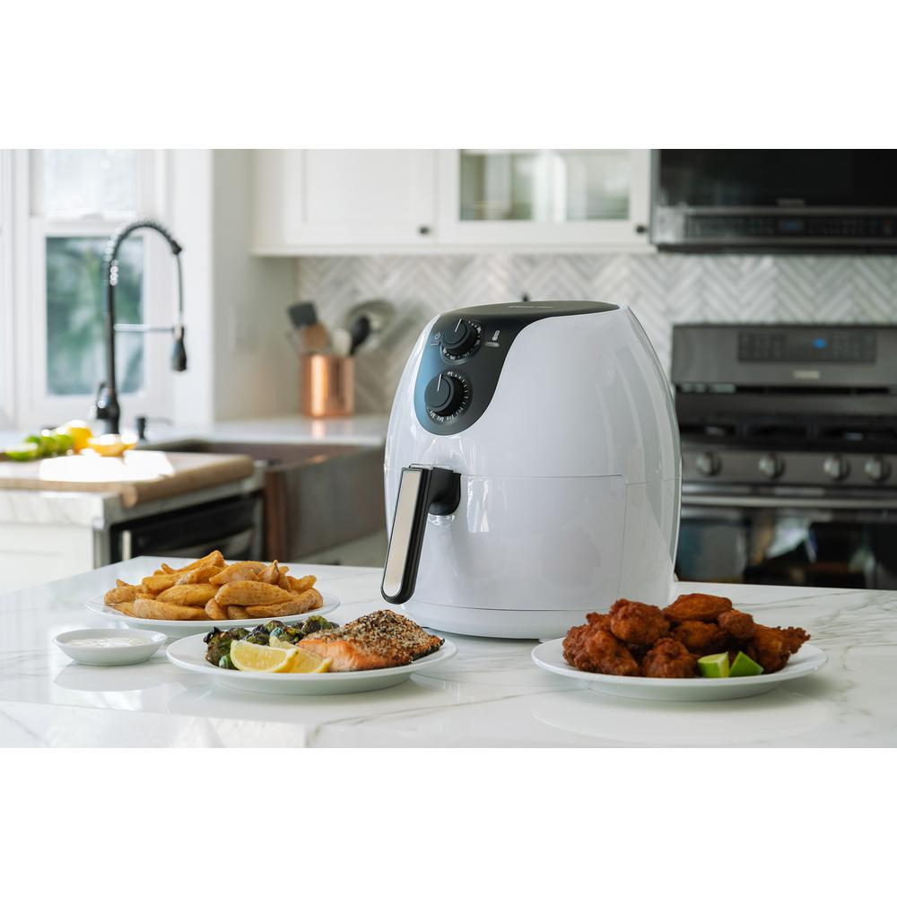 5.6 Qt. White Air Fryer The Magic Chef XL Manual Oil-Free Air Fryer makes cooking snacks and meals healthier than ever. Its large capacity makes it one of the best air fryers for families; you no longer have to worry about making multiple batches of snacks to feed everyone. This Magic Chef XL air fryer allows you to cook enough healthy food for a group all at once, so you can get back to enjoying your time together. Color: White.