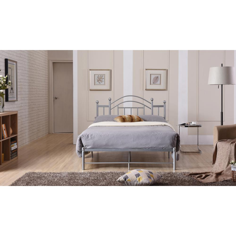 Hodedah Silver Queen Platform Bed