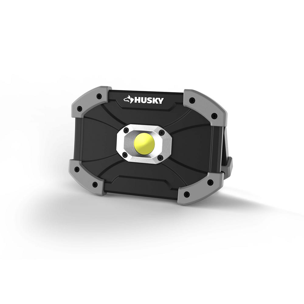 Husky 700 Lumens LED Utility Light