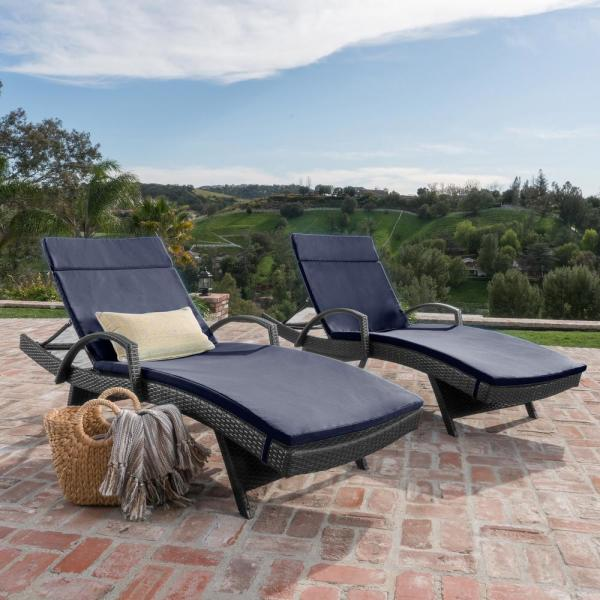 Gray 2-Piece Wicker Outdoor Chaise Lounge Set with Navy Blue Cushions