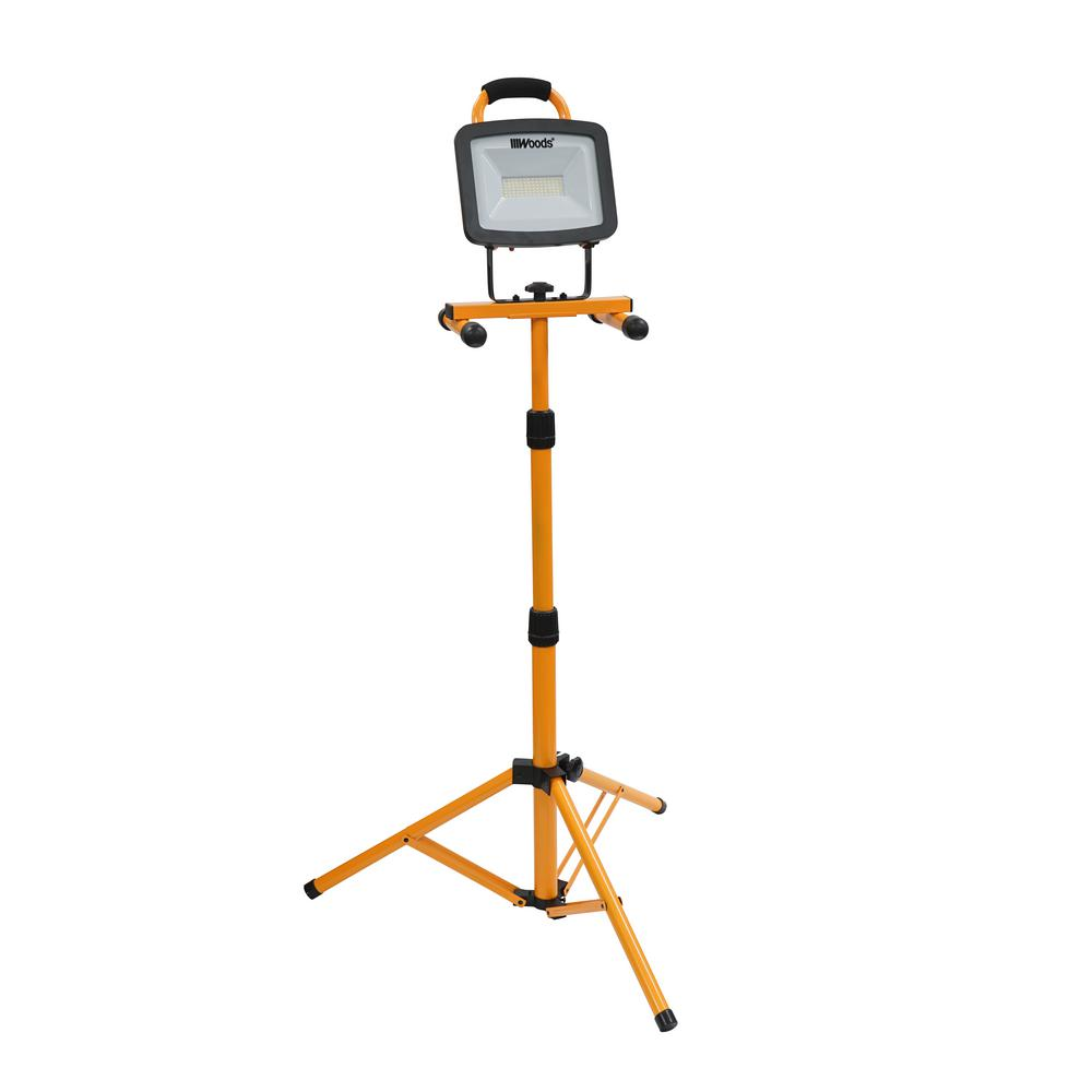 Woods Woods 6000-Lumen Portable LED Work Light with Tripod