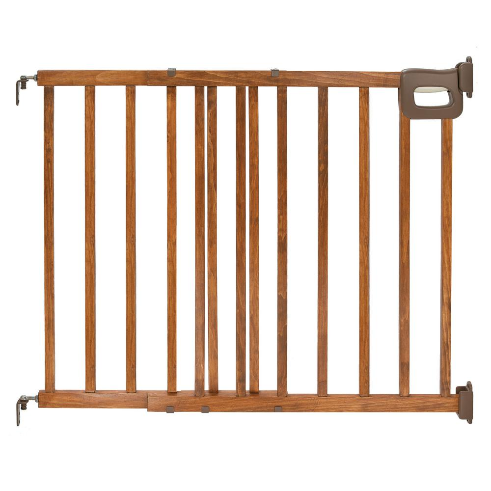 Summer Infant 32 In. Deluxe Stairway Simple To Secure Wood Gate
