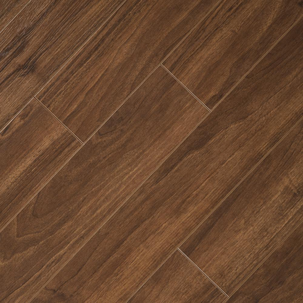 Home Decorators Collection Hand Scraped Walnut Plateau 8 mm Thick x 5,9/16  in. Wide x 47,3/4 in. Length Laminate Flooring (18.45 sq. ft. / case)