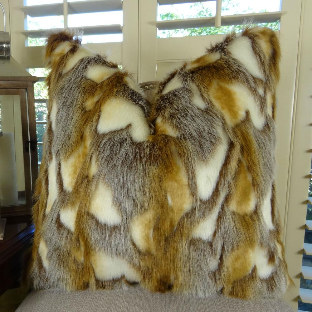 Brandy Fox 22 in. x 22 in. Light Brown, Gold and White Hy...