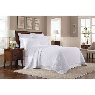 Williamsburg Abby White Queen Coverlet