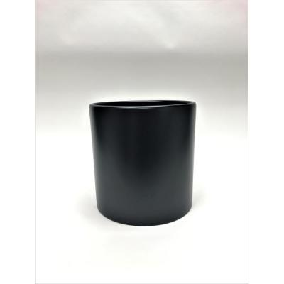 Silas 16 in. Black Fiberglass Pot