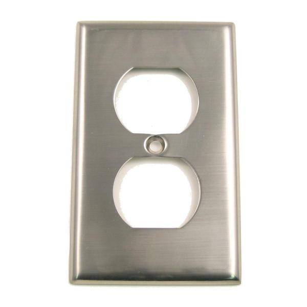 1-Gang Duplex Outlet, Satin Nickel