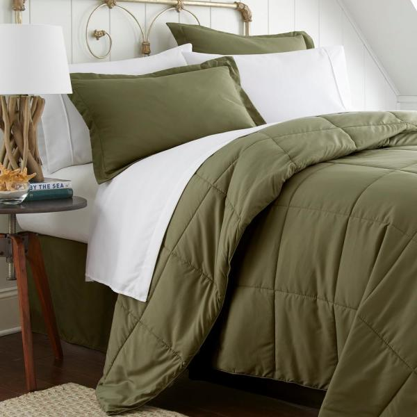 Becky Cameron Performance 8 Piece Sage California King Bed In A