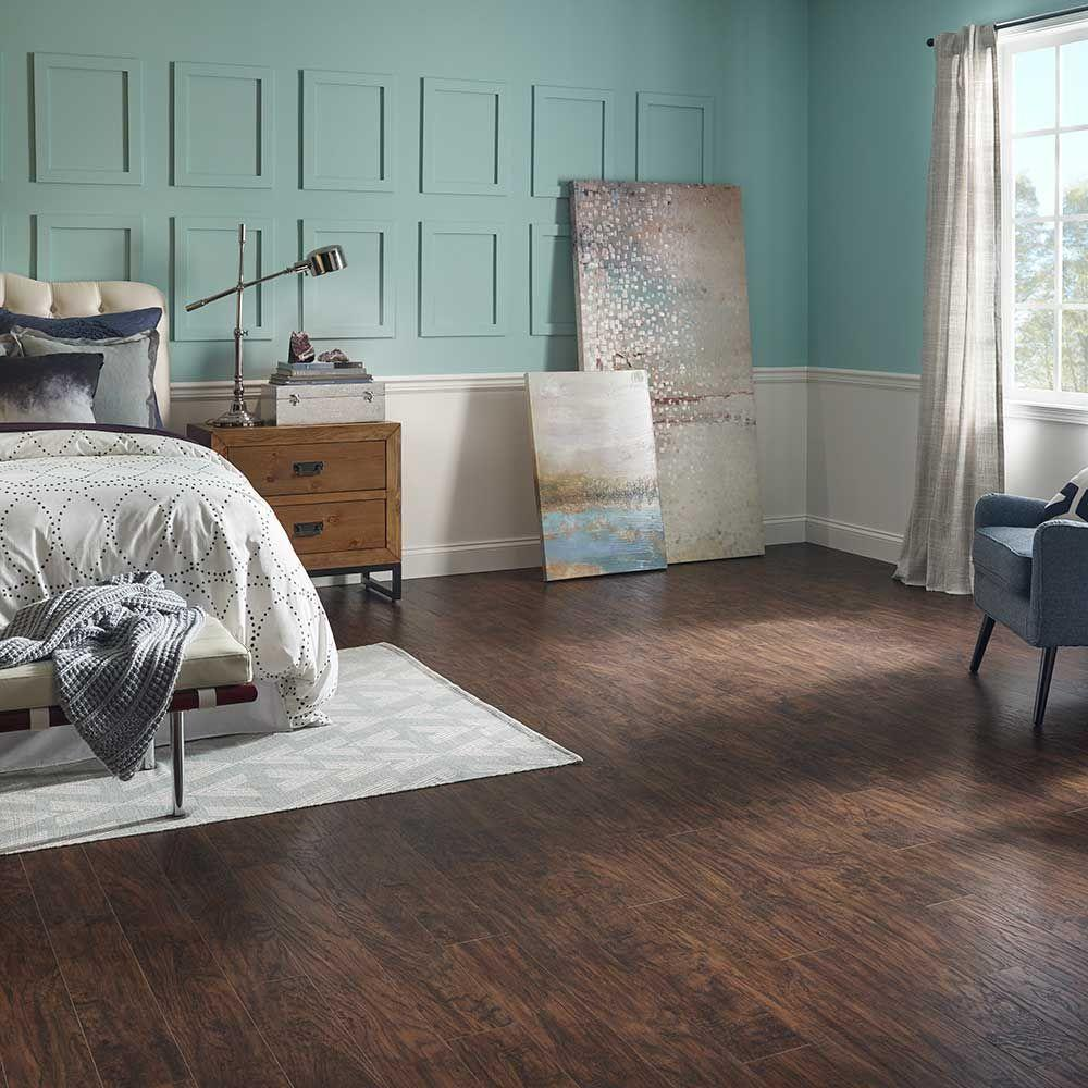 Pergo Xp Coffee Handsed Hickory 10 Mm Thick X 5 1 4 In Wide 47 Length Laminate Flooring 13 74 Sq Ft Case