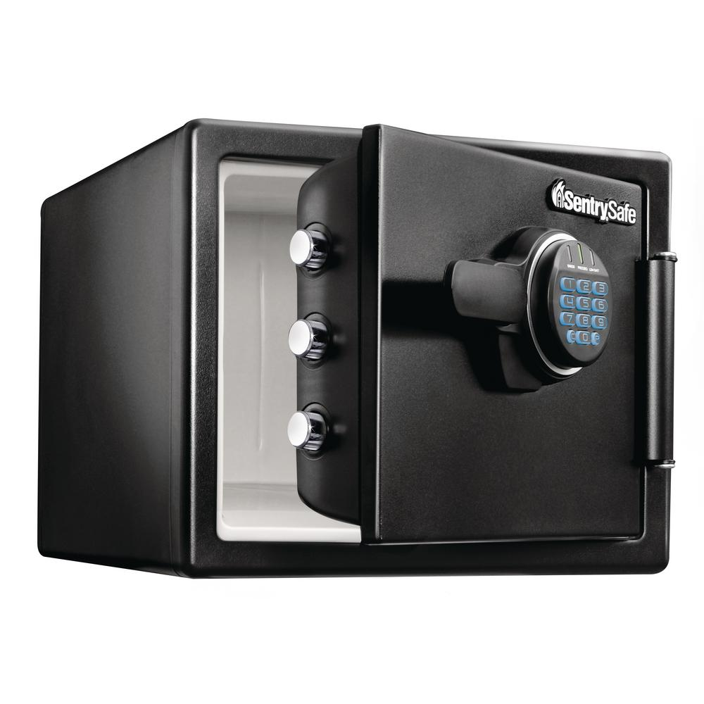 Electronic combination lock on the door - reliable protection