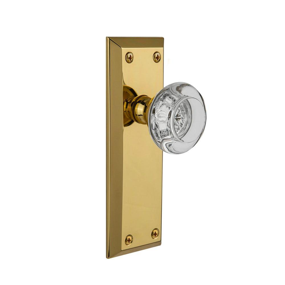 null Grandeur Polished Brass Privacy Fifth Avenue Plate with Bordeaux Crystal Knob