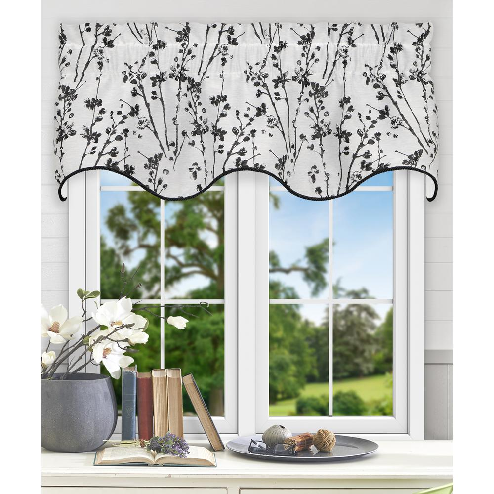 Meadow 15 in. L Polyester Lined Scallop Valance in Chrome