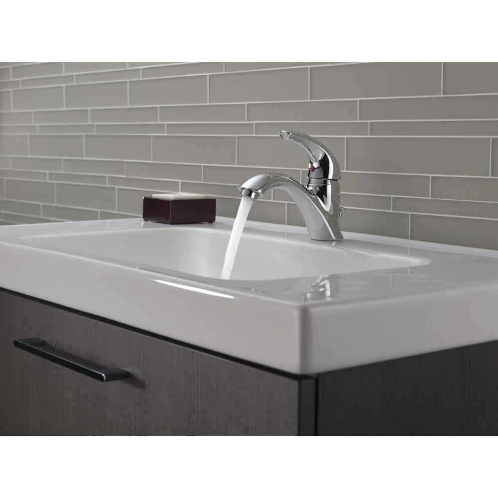 Classic Single Hole Single-Handle Bathroom Faucet in Chrome