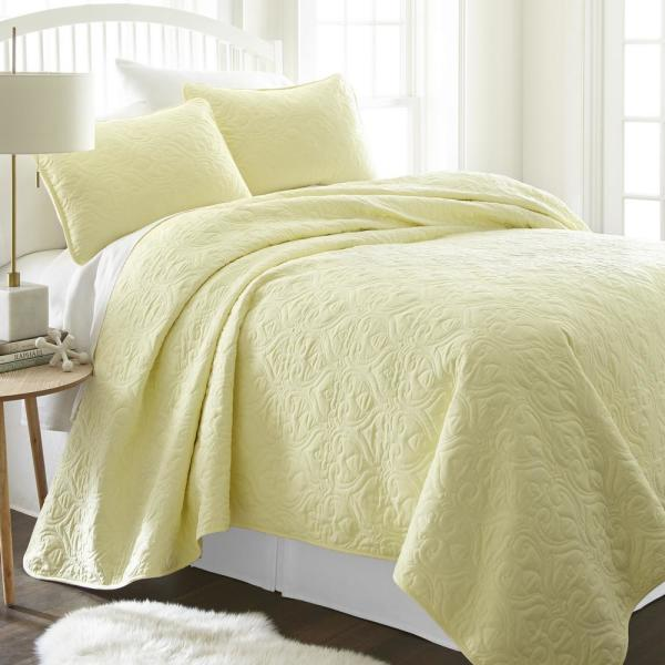 Becky Cameron Damask Yellow King Performance Quilted Coverlet Set IEH-QLT-DA-K-YE