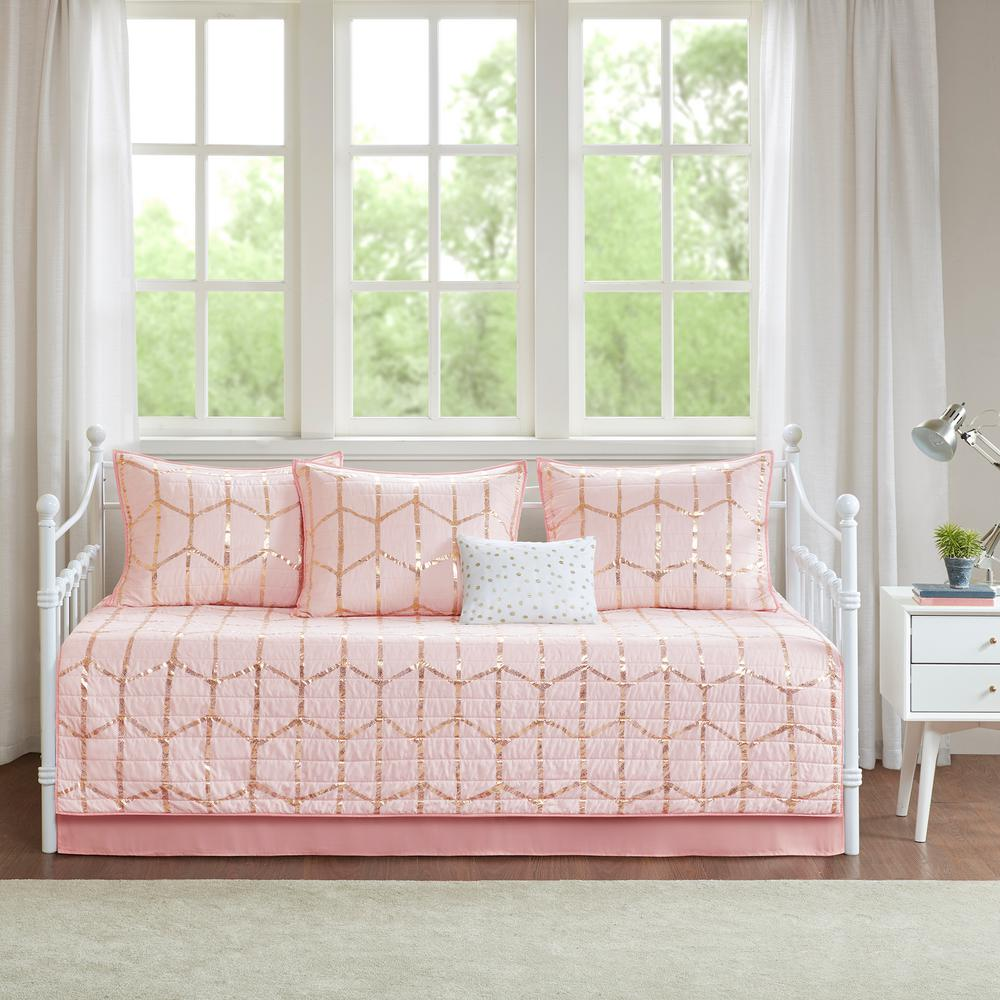 Tahari Zaha Bedding: Intelligent Design Khloe 6-Piece Blush Daybed Bedding Set