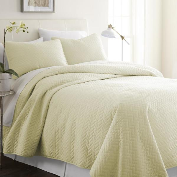 Becky Cameron Herring Yellow King Performance Quilted Coverlet Set IEH-QLT-HE-K-YE