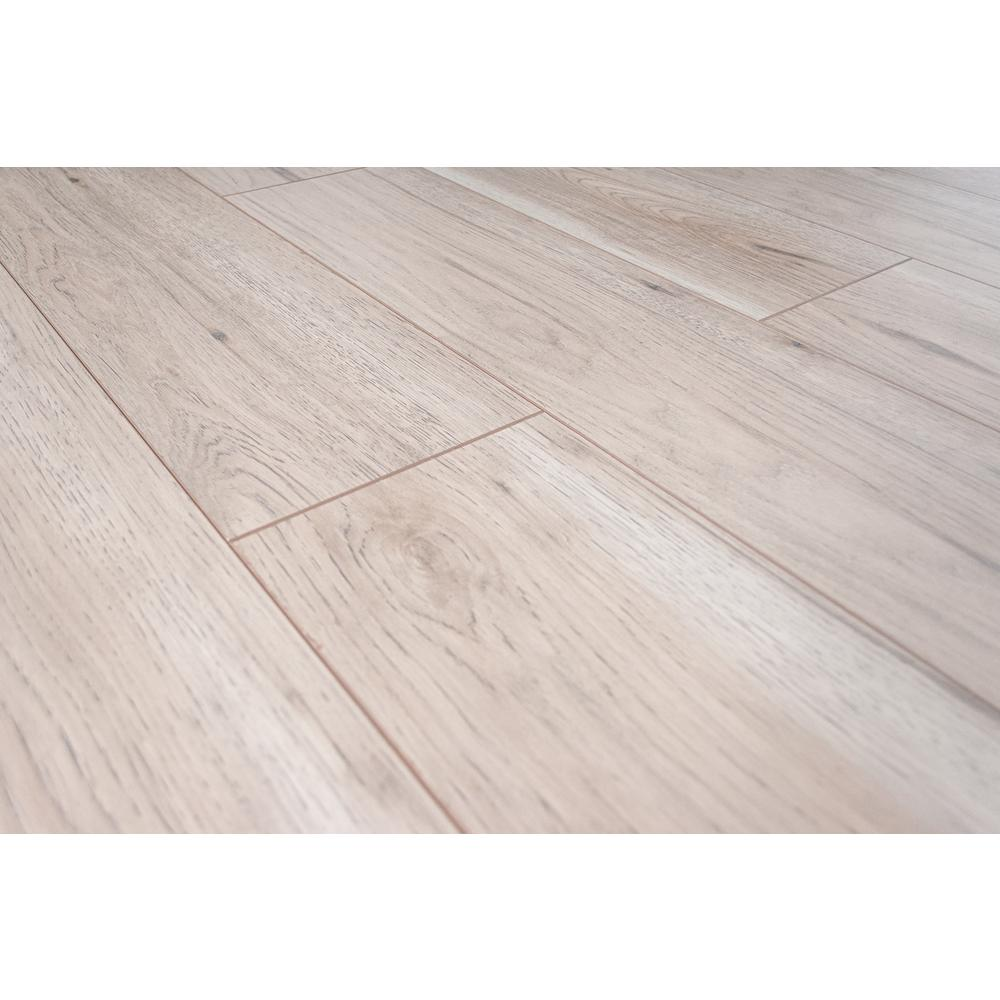 Home Decorators Collection Home Decorators Collection Grand Forks Hickory 12mm Thick x 8.03 in. Wide x 47.64 in. Length Laminate Flooring (15.94 sq. ft. / case), Light