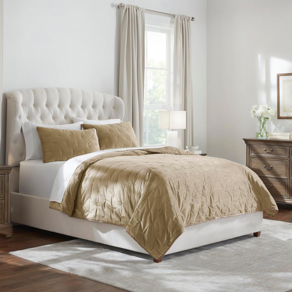 HomeDecoratorsCollection Home Decorators Collection Braelyn 3-Piece Fawn Brown Full/Queen Velvet Quilt Set