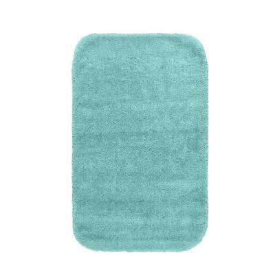 Traditional Sea Foam 24 in. x 40 in. Washable Bathroom Accent Rug