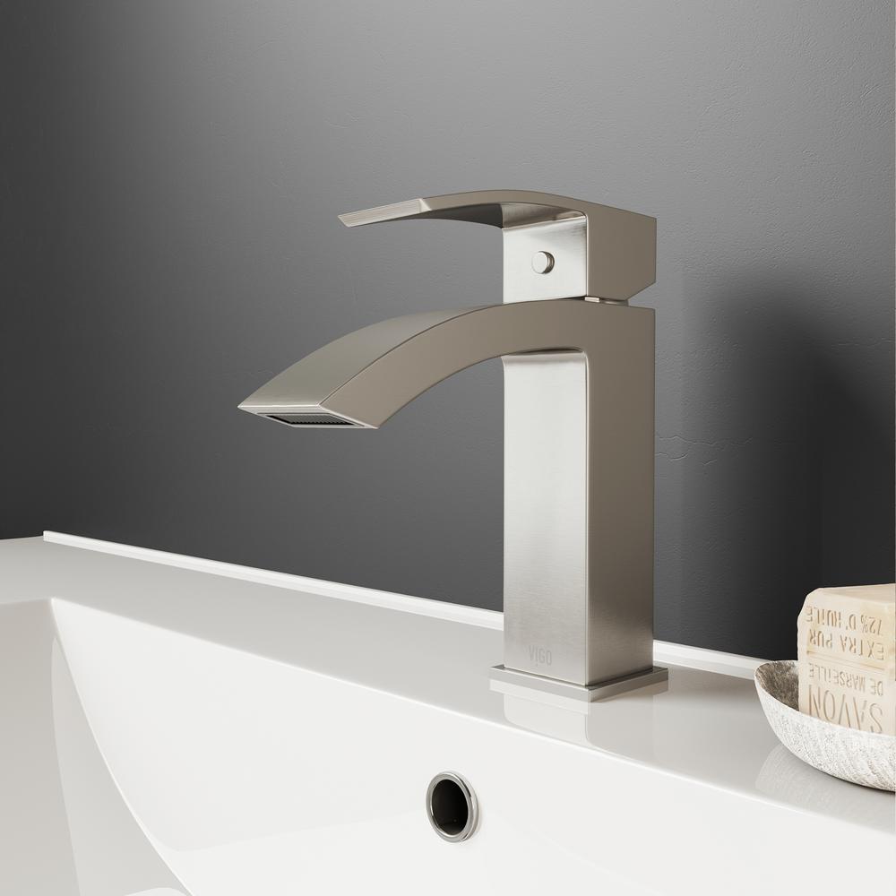 Single Hole 1-Handle Bathroom Faucet in Brushed Nickel