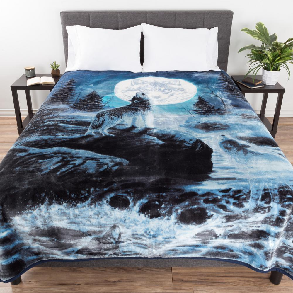 Lavish Home 8 Lbs Blue Wolf Design Throw 66 B Wolf The Home Depot