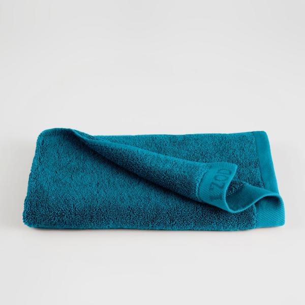 IZOD Classic Egyptian Cotton Hand Towel in New Pool
