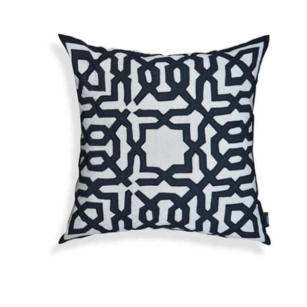 A1HC Black-Off White Leo 20 in. Throw Pillow A1NW001A