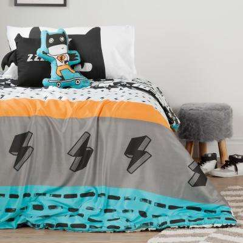 Superheroes Twin Comforter Set and Throw Pillows