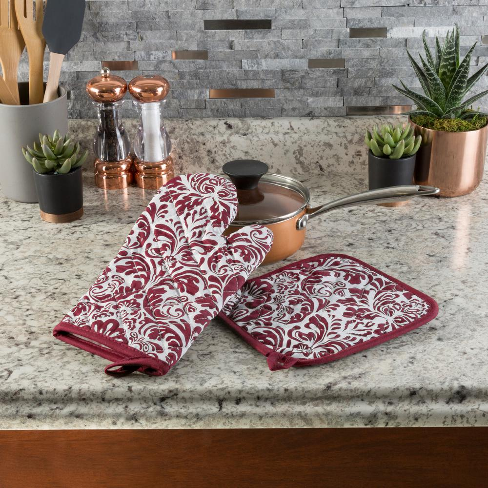 1cbdc482ddb Lavish Home Quilted Cotton Burgundy Heat Flame Resistant Oven Mitt and Pot  Holder Set (2-Pack)-69-07-BU - The Home Depot